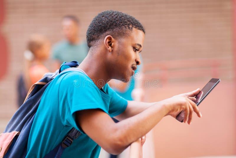 Tabuleta africana do estudante imagem de stock