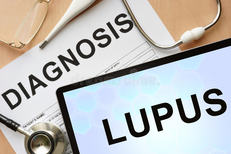 Tabuleta com lúpus e estetoscópio do diagnóstico fotos de stock