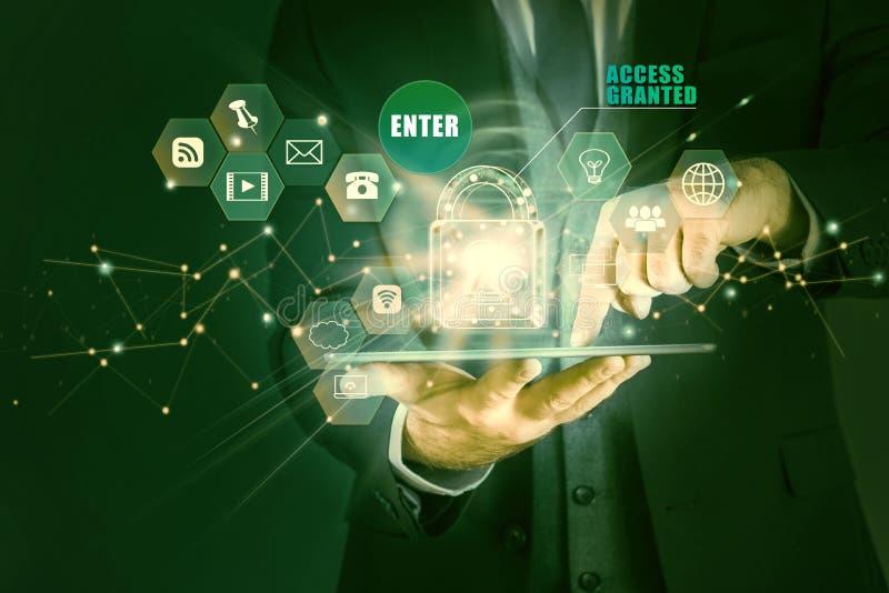 Tabuleta da terra arrendada do homem de negócios com holograma do conceito da proteção de dados, acesso concedido imagem de stock royalty free