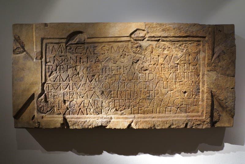 Tabuleta de pedra romana imagens de stock