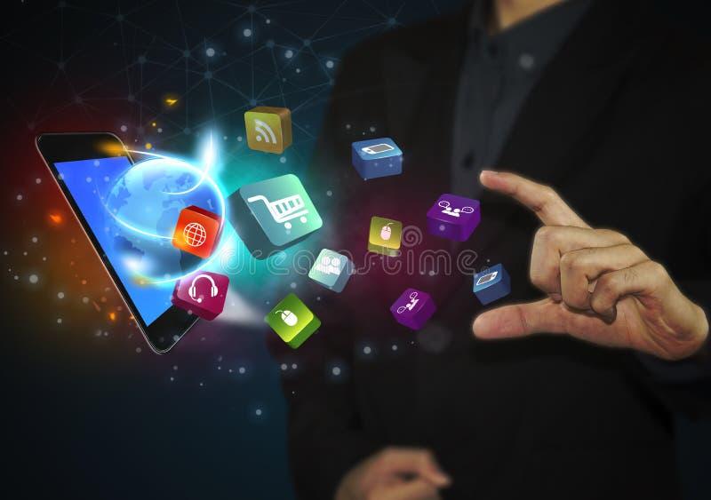 Tabuleta tocante da mão do negócio com ícones sociais dos meios ilustração do vetor