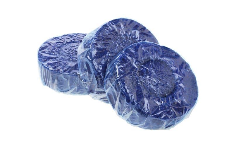 Tabuletas azuis do líquido de limpeza do toalete foto de stock royalty free