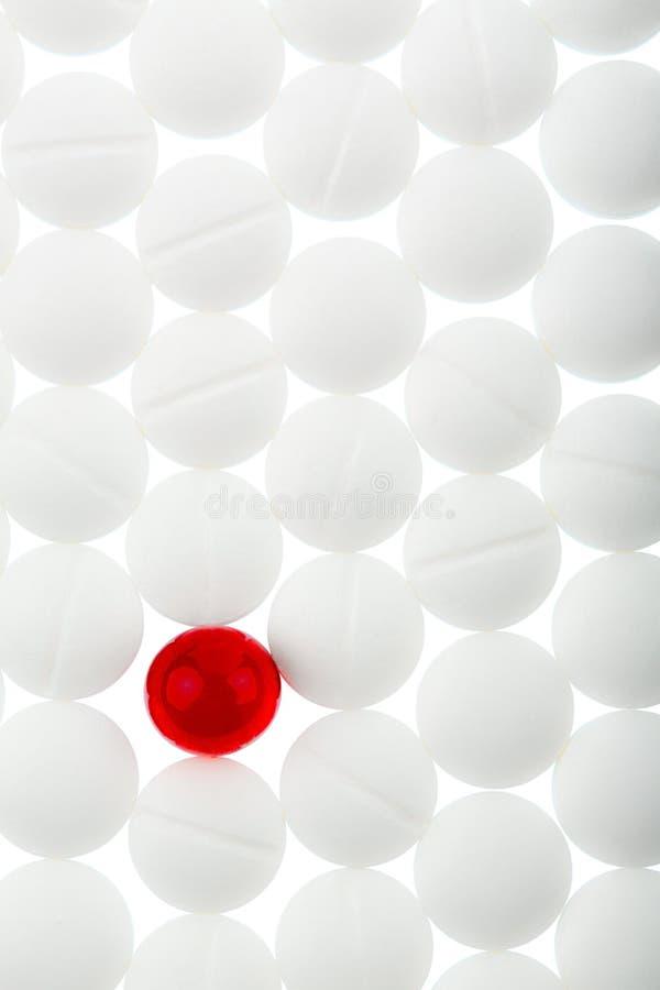 Tabuletas em branco e em vermelho fotos de stock