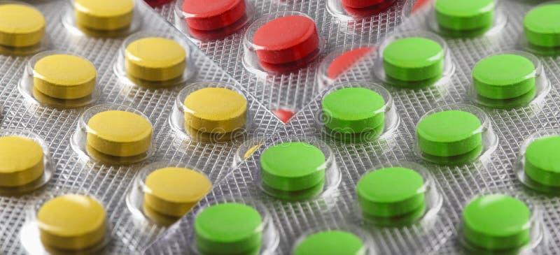 Tabuletas em grandes quantidades Imagens para a indústria farmacêutica O conceito da medicina foto de stock royalty free
