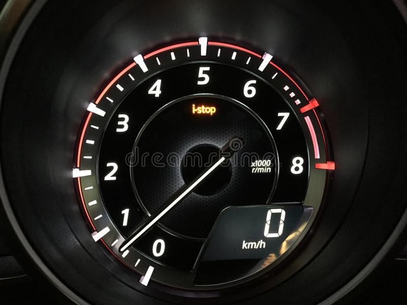 Tacómetro Mazda3 y característica digital del velocímetro y del iStop fotografía de archivo