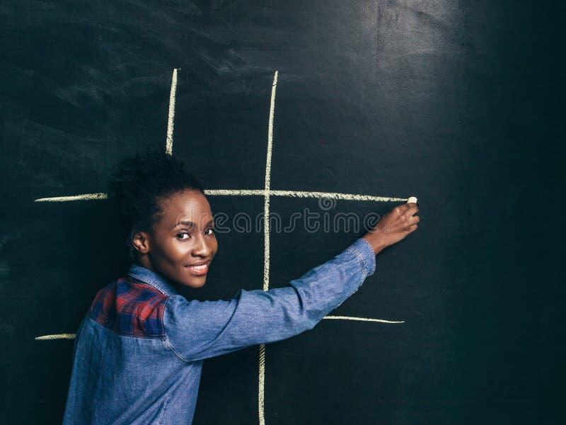Tac van de speltic teen, Afro-Amerikaans meisje gelukkig te spelen stock afbeeldingen