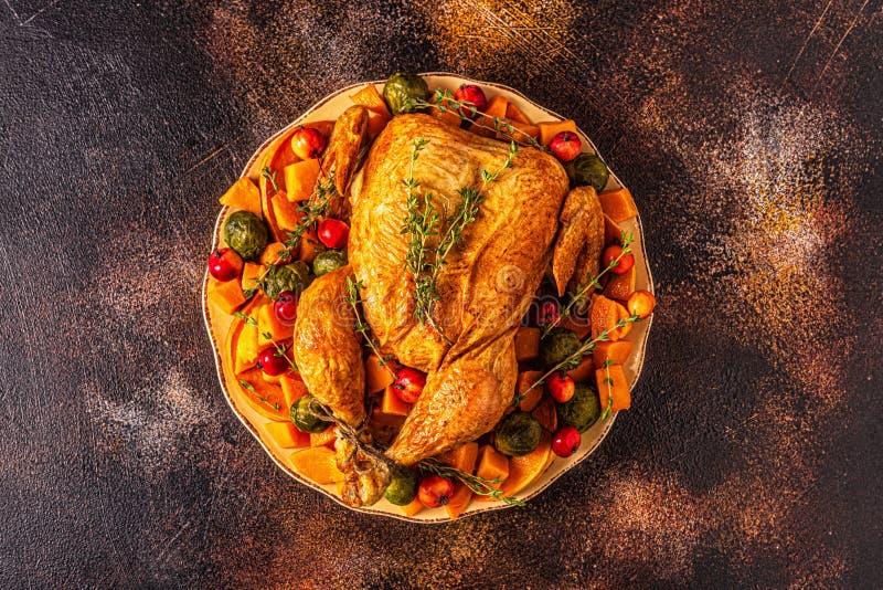 Tacchino arrosto / pollo servito con verdure fotografia stock