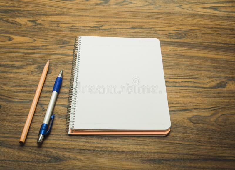 Taccuino con la penna e la matita fotografia stock libera da diritti