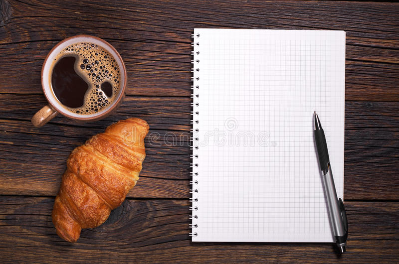 Taccuino e caffè fotografia stock
