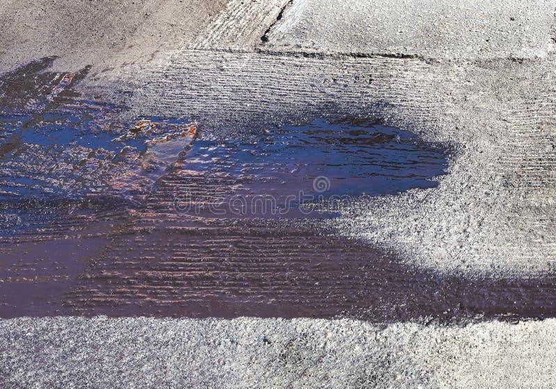 Tache de bitume sur le surfacque d'asphalte photos libres de droits