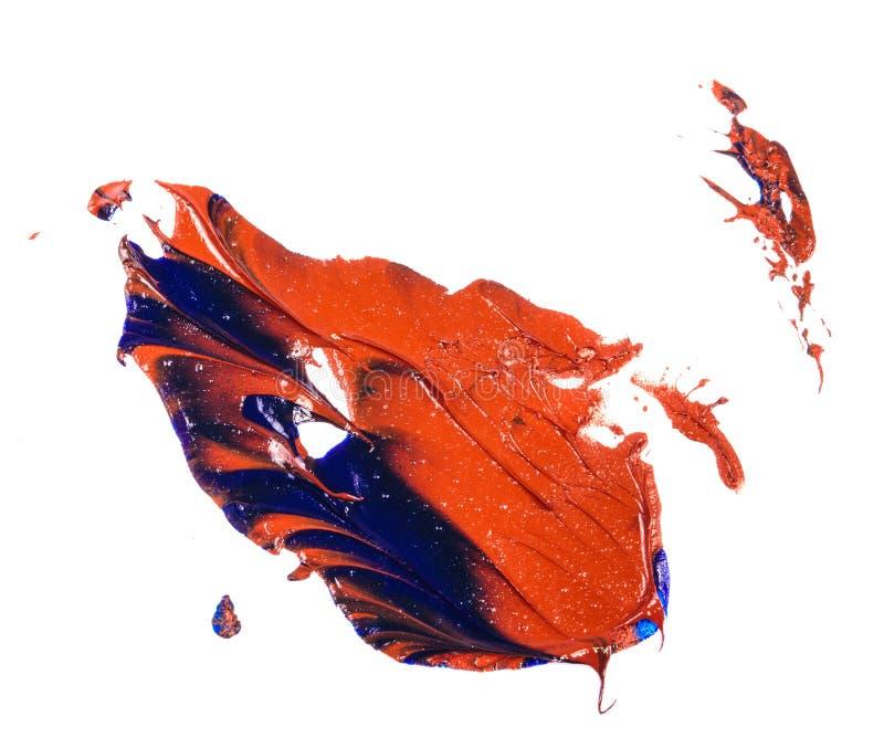 Tache de peinture ? l'huile bleue et rouge calomnie sur le blanc photos libres de droits