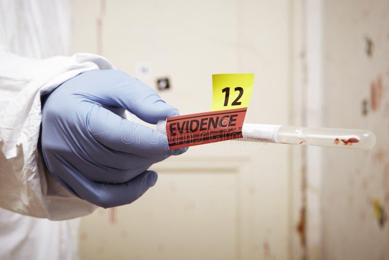 Tache de sang rassemblée pour l'essai d'ADN images stock