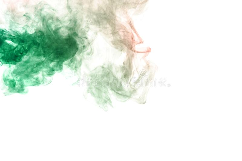 Tache de vert dans le coin supérieur du cadre avec un profil onduleux sur un fond blanc Impression pour le T-shirt Encre toxique images stock