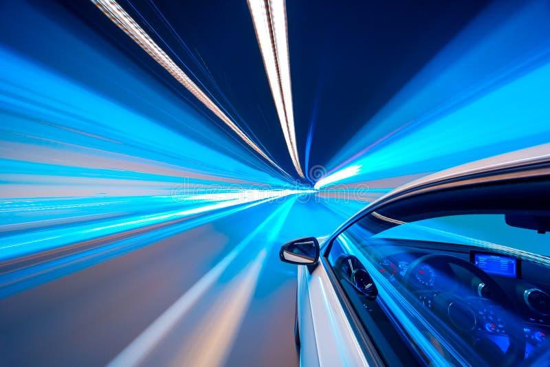Tache floue de mouvement bleue de conduite de tunnel de couleur photographie stock libre de droits