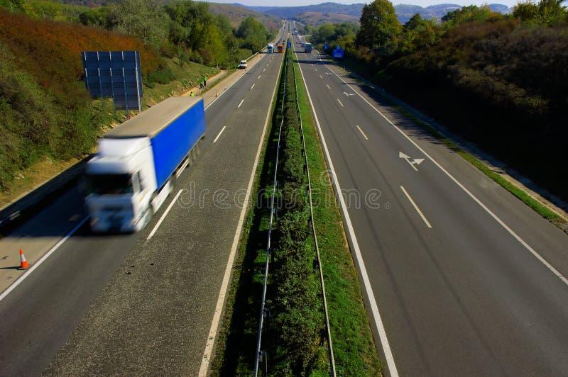 Tache floue de mouvement de camion images stock
