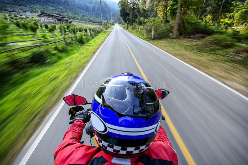 Tache floue de mouvement de moto d'équitation d'homme images stock