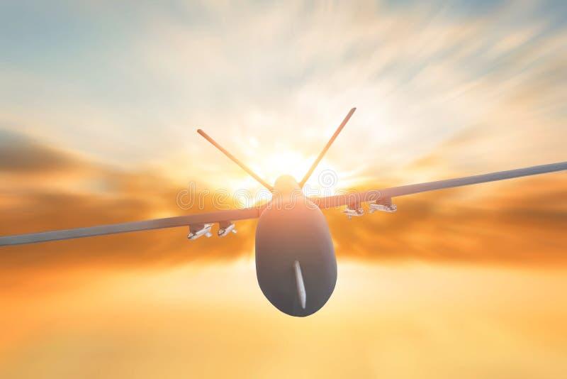 Tache floue de mouvement militaire de vol de bourdon sur le fond de coucher du soleil Fermez-vous vers le haut de la vue images libres de droits