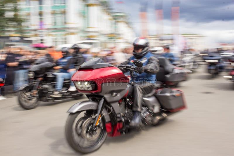 Tache floue de mouvement de moto images stock