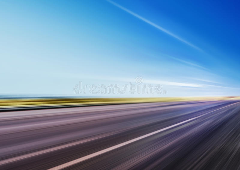 Tache floue de mouvement sur la route de vitesse images libres de droits