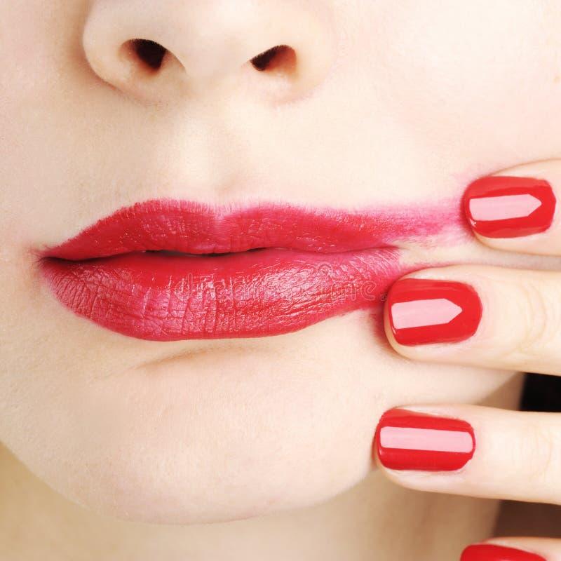Tache floue rouge de rouge à lèvres photographie stock