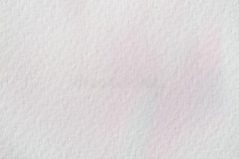 Tache rose très doucement tirée par la main d'aquarelle sur le blanc du papier d'eau-couleur, texture de papier de grain Image ab image libre de droits