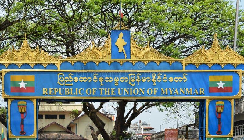 Tachileik, Мьянма - Januar 24, 2019: Туристы посетили рынок границы Tachileik от Mae Sai, Таиланда Lek Tachilek или Tha Khi стоковая фотография