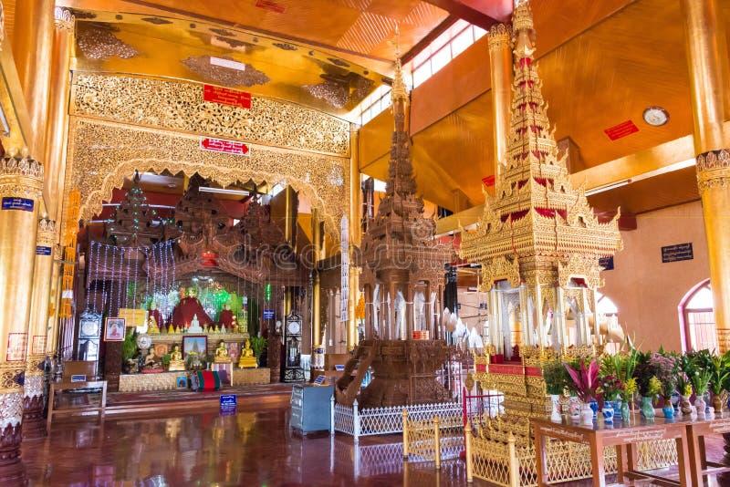 Tachileik Myanmar - Februari 26 2015: Träpagodtempel En tempel royaltyfria bilder