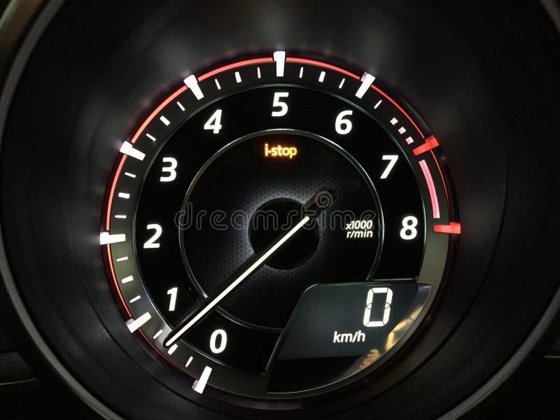 Tachimetro Mazda3 e caratteristica digitale del iStop e del tachimetro fotografia stock