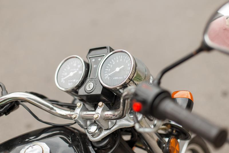 Tachymètre et tachymètre d'un plan rapproché de moto de vintage photo stock
