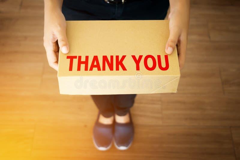 Tacka dig meddelandet för kunden som shopping med ditt shoppar arkivbild