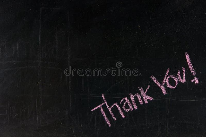 Tacka dig som är skriftlig på en blackboard royaltyfri fotografi
