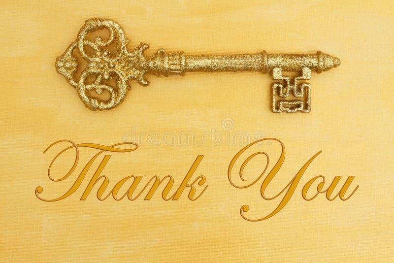 Tacka som dig, målade meddelandet med handen bekymrad guld med guld- tangent fotografering för bildbyråer