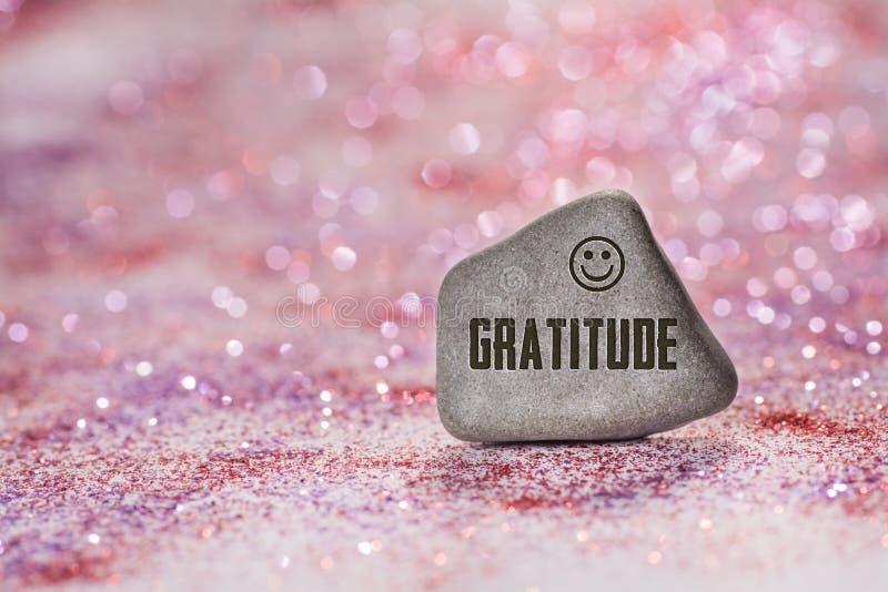 Tacksamhet inristar på stenen arkivfoto