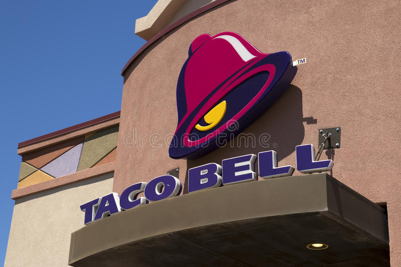 Taco Bell snabbmatrestaurang royaltyfria foton