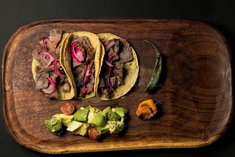 Taco på trä royaltyfria foton