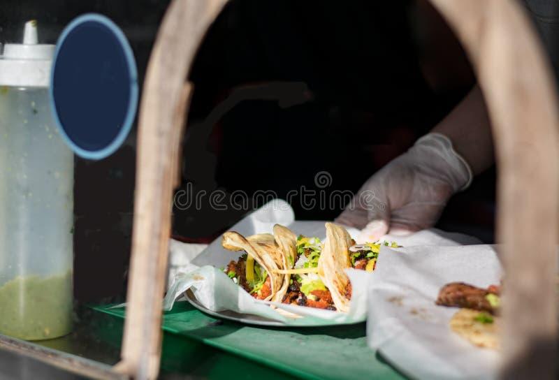 Taco's die worden gediend royalty-vrije stock afbeelding