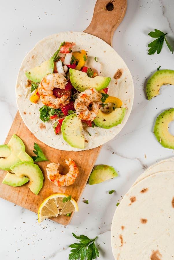 Taco's met salsa en garnalen royalty-vrije stock afbeelding