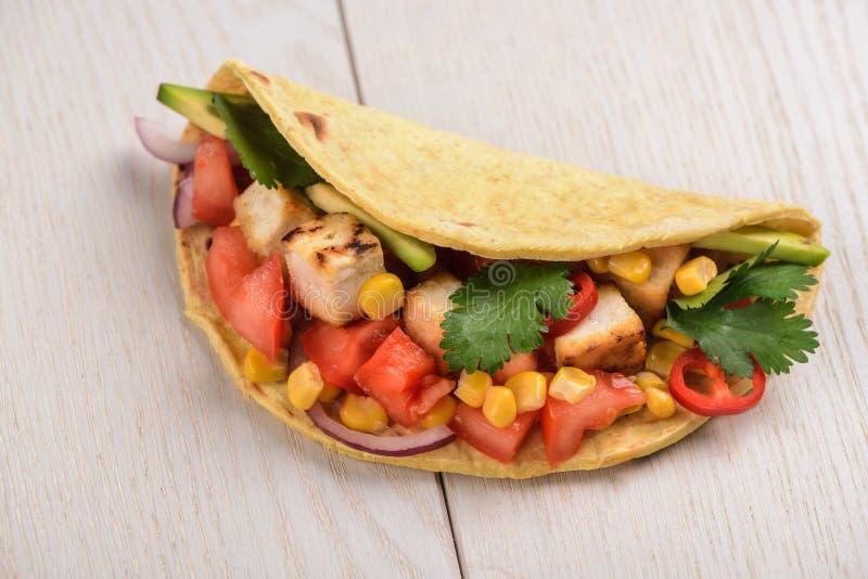 Taco Vegan με tofu στοκ φωτογραφίες με δικαίωμα ελεύθερης χρήσης