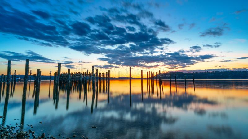 Tacoma estrecha puesta del sol sobre Puget Sound fotos de archivo