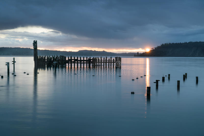 Tacoma rétrécit le coucher du soleil pluvieux image libre de droits