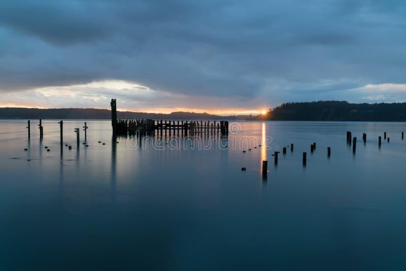 Tacoma rétrécit le coucher du soleil pluvieux photographie stock