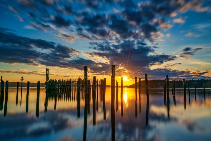 Tacoma r?tr?cit le coucher du soleil au-dessus de Puget Sound photo stock