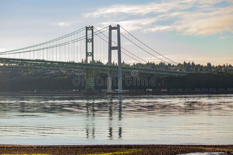 Tacoma verengt die Brücke, die über Puget Sound ausdehnt lizenzfreies stockbild