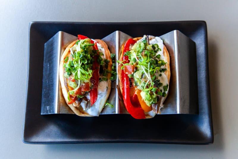Tacos που εξυπηρετούνται υγιή στο εστιατόριο στοκ φωτογραφία