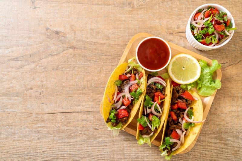 Tacos avec de la viande et des l?gumes images libres de droits
