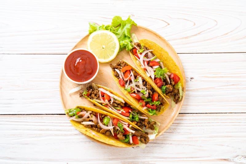 Tacos avec de la viande et des l?gumes photos libres de droits