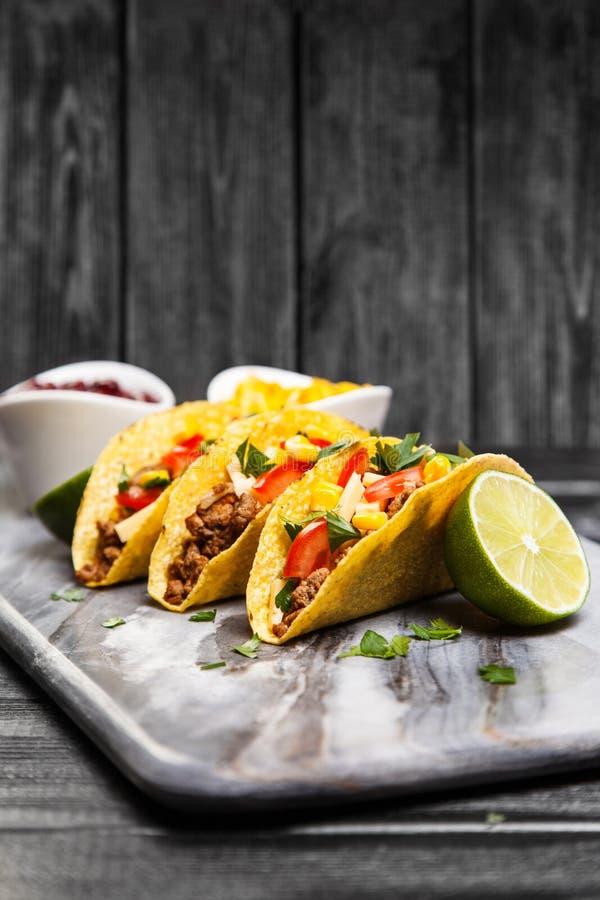 Tacos délicieux de boeuf photos stock