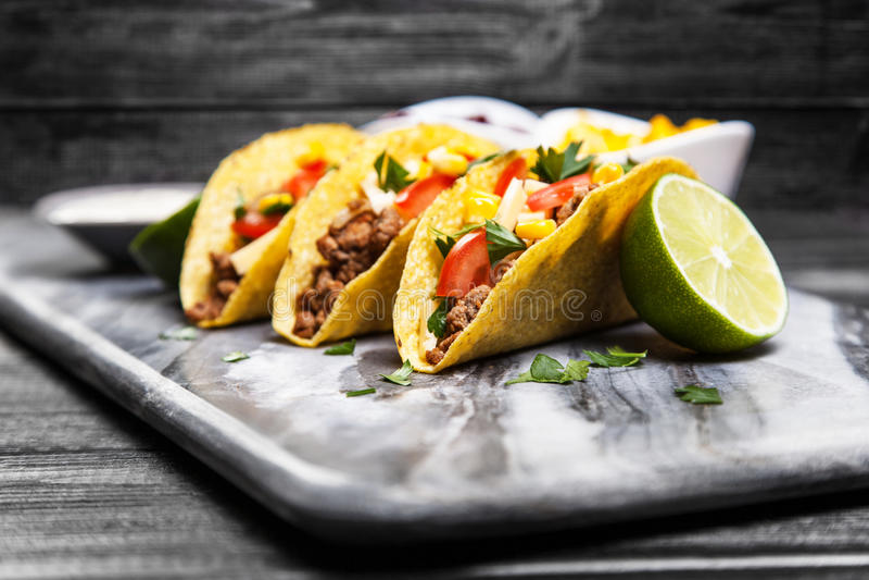 Tacos délicieux de boeuf images stock