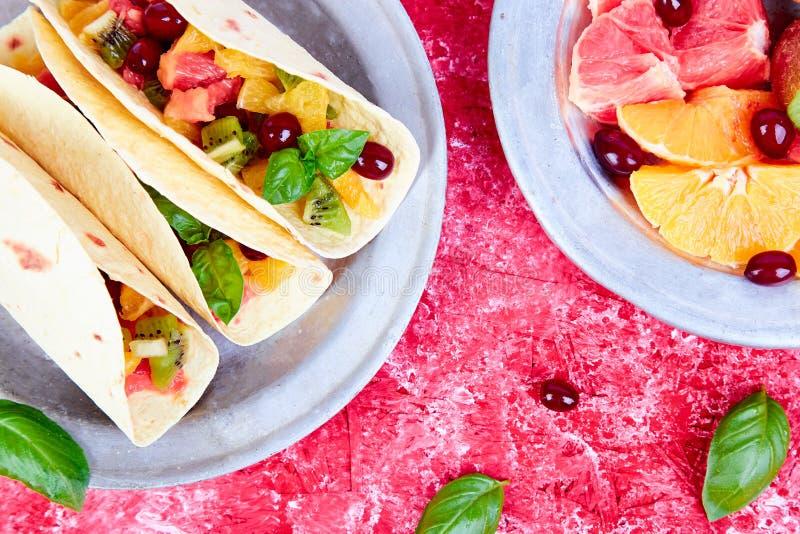 Tacos de fruit Casse-croûte d'été images stock