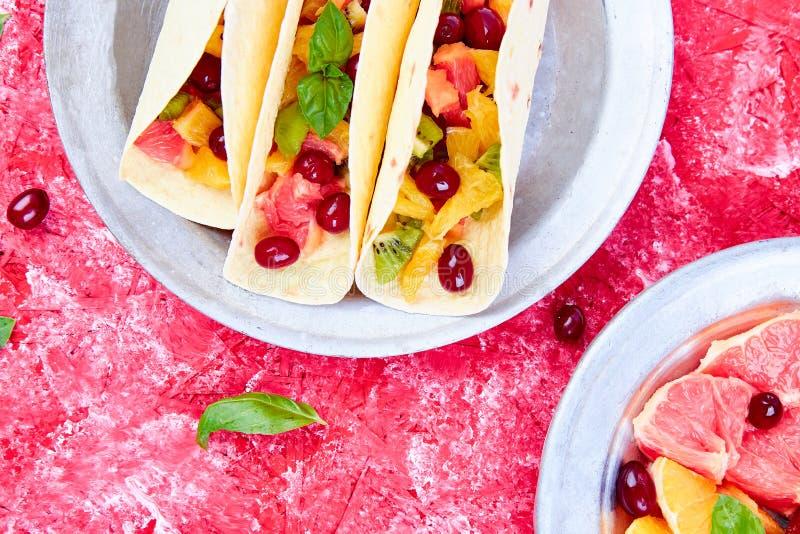 Tacos de fruit Casse-croûte d'été photographie stock